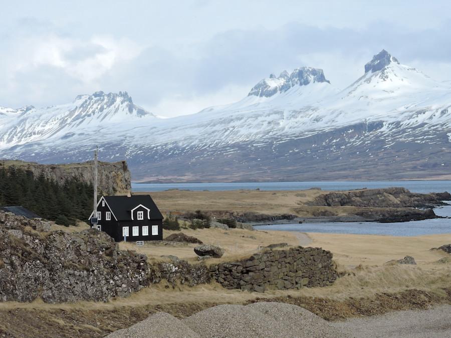 Islanda Fiordi Est via costiera casa nera