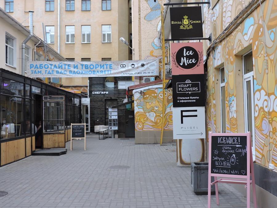 Cortili-San-Pietroburgo-ostello-mangiare-a-san-pietroburgo