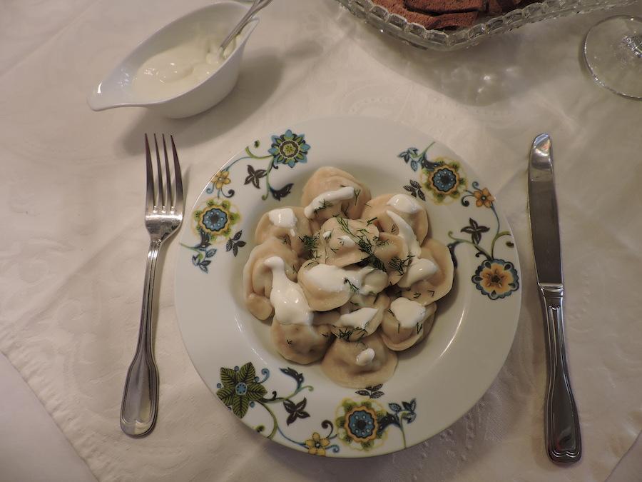 Plemeni_Pyshki-mangiare-a-san-pietroburgo