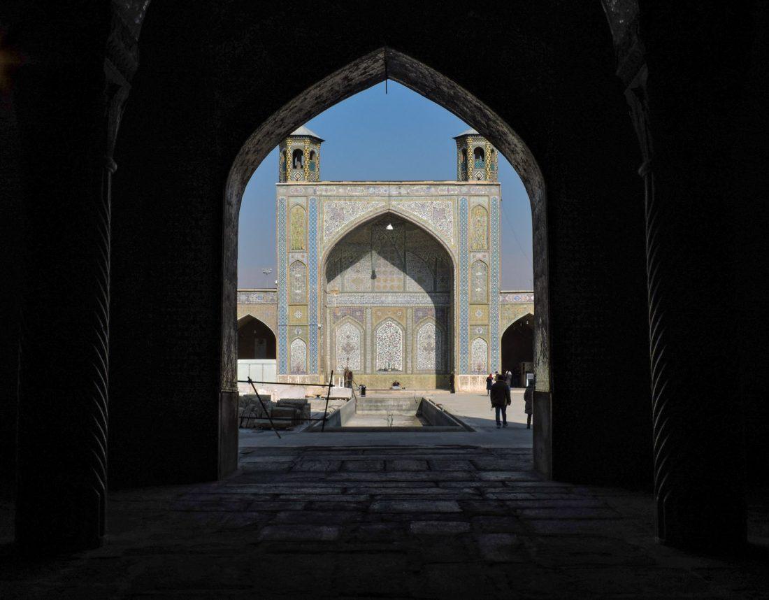 Il nero dei contrasti: moschea