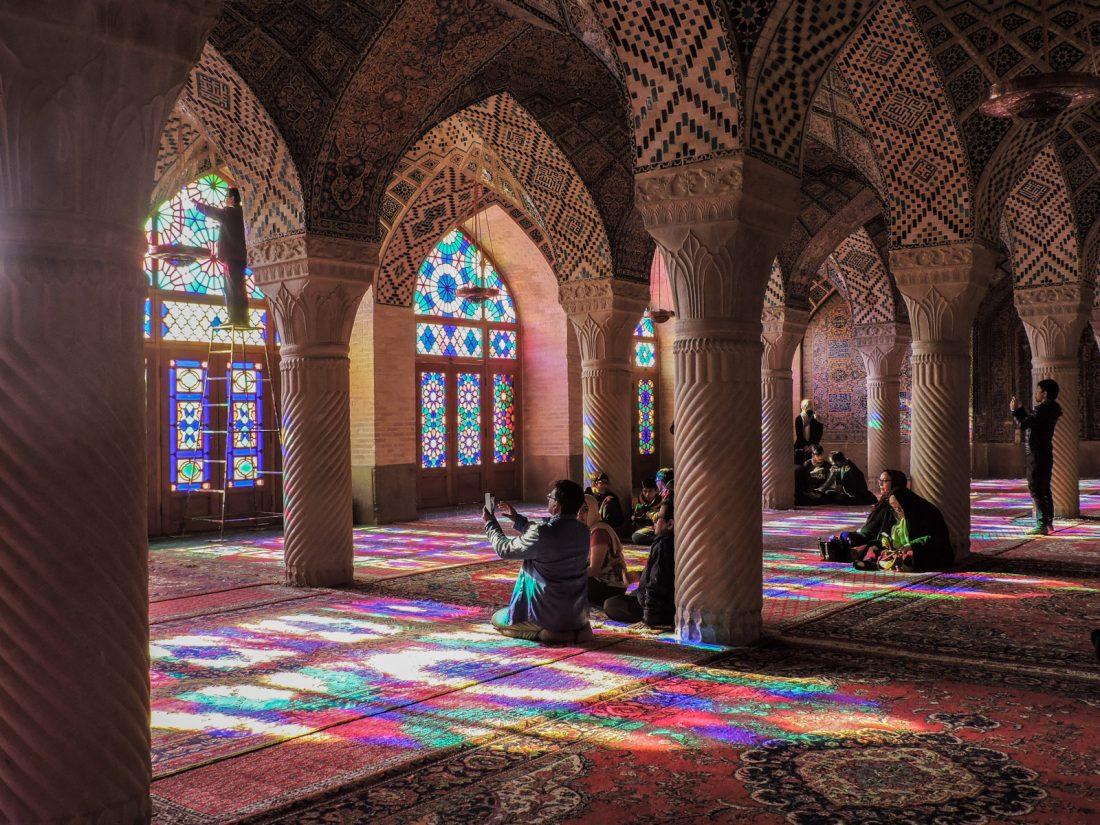 il rosa degli intarsi: le navate di Nasir Ol Molk (la moschea rosa) a Shiraz