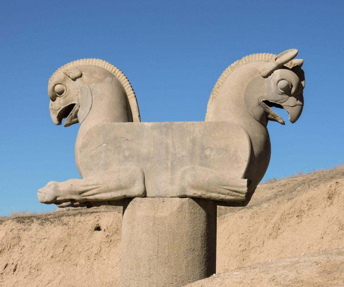 L' ocra dell'antichità: una statua a Persepolis
