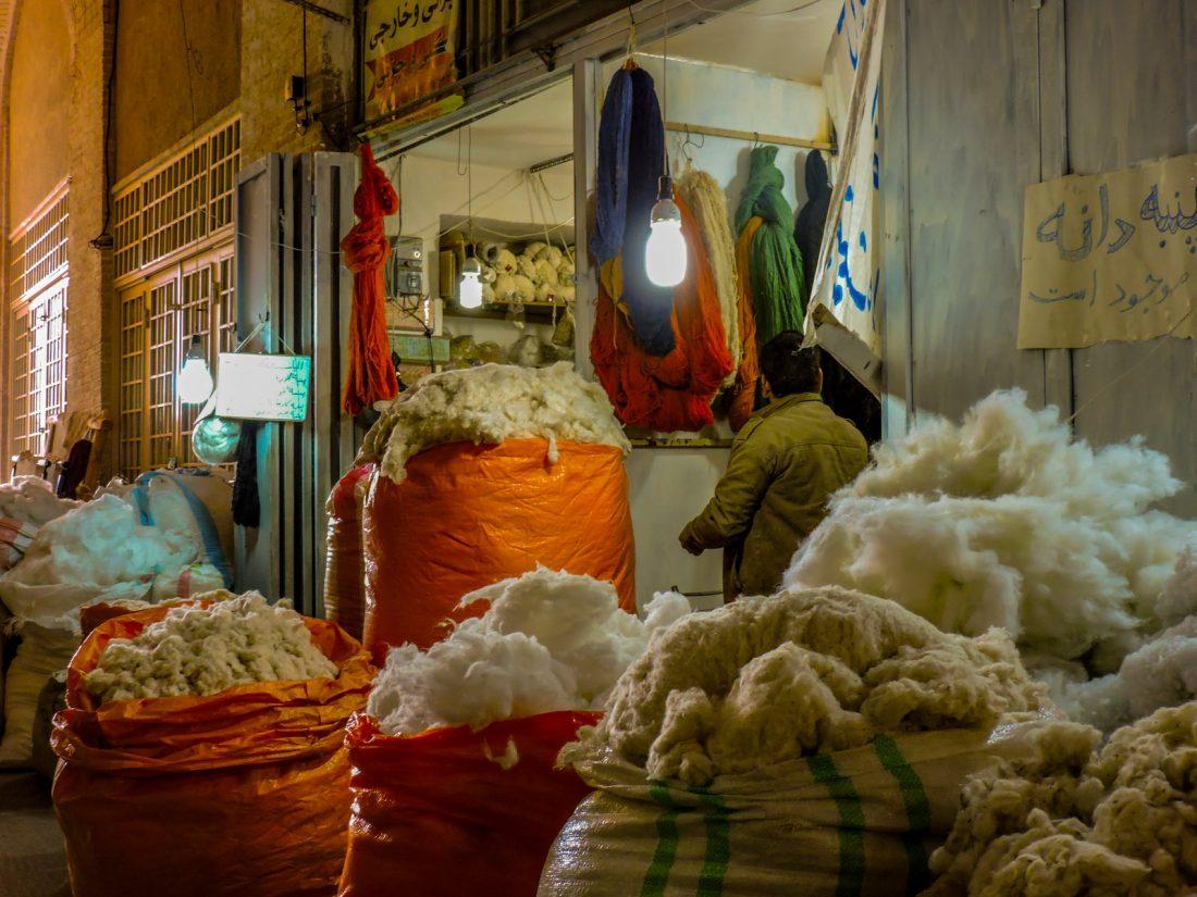 Sacchi dentro al grand bazaar di Esfahan