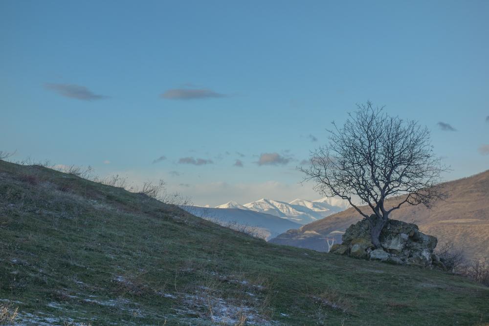Le montagne georgiane viste dal monastero di Jvari