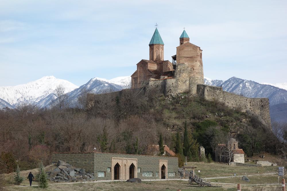 Castelli e monasteri appaiono all'improvviso all'orizzionte in Georgia