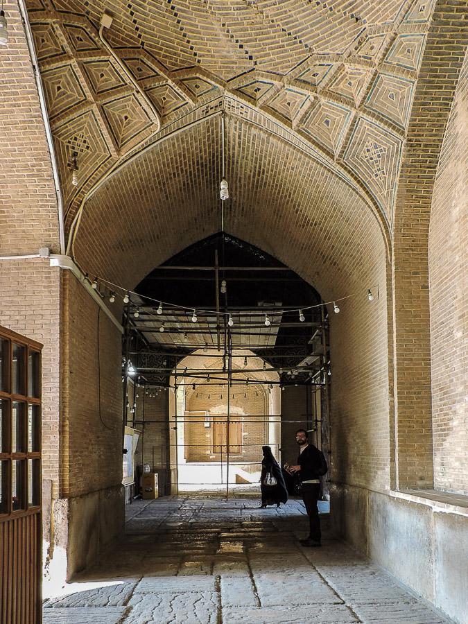 I volti all'interno del bazar di Shiraz