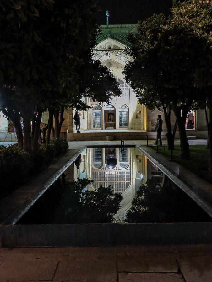 Il mausoleo di Hafez durante una notte invernale a Shiraz