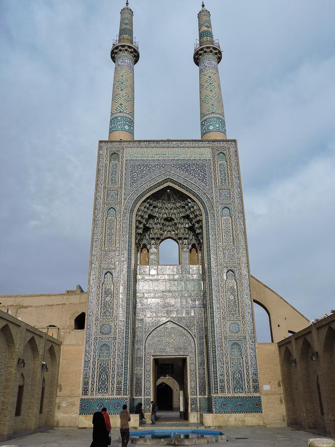 L'ingresso finemente decorato della Masjid-e Jame di Yazd
