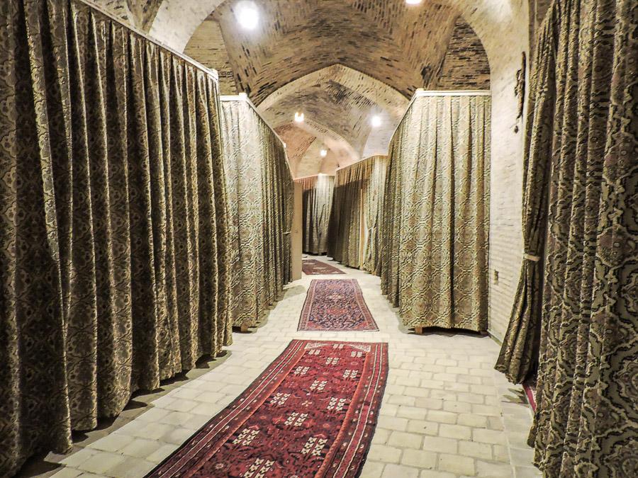 L'ingresso alle camere dello Zein-o-Din in puro stile caravanserraglio