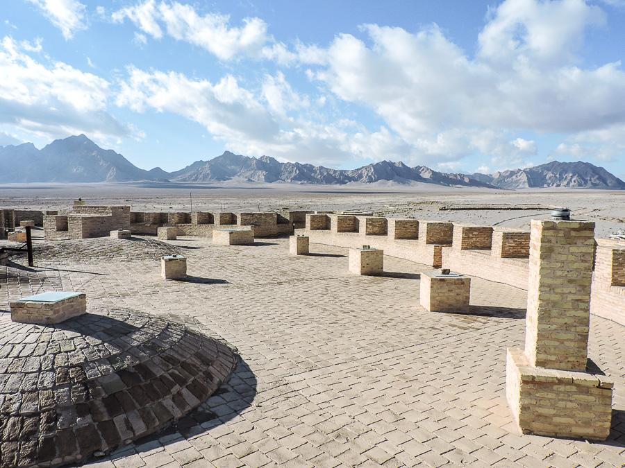 La vista sulle montagne e il deserto dal tetto dello Zein-o-Din