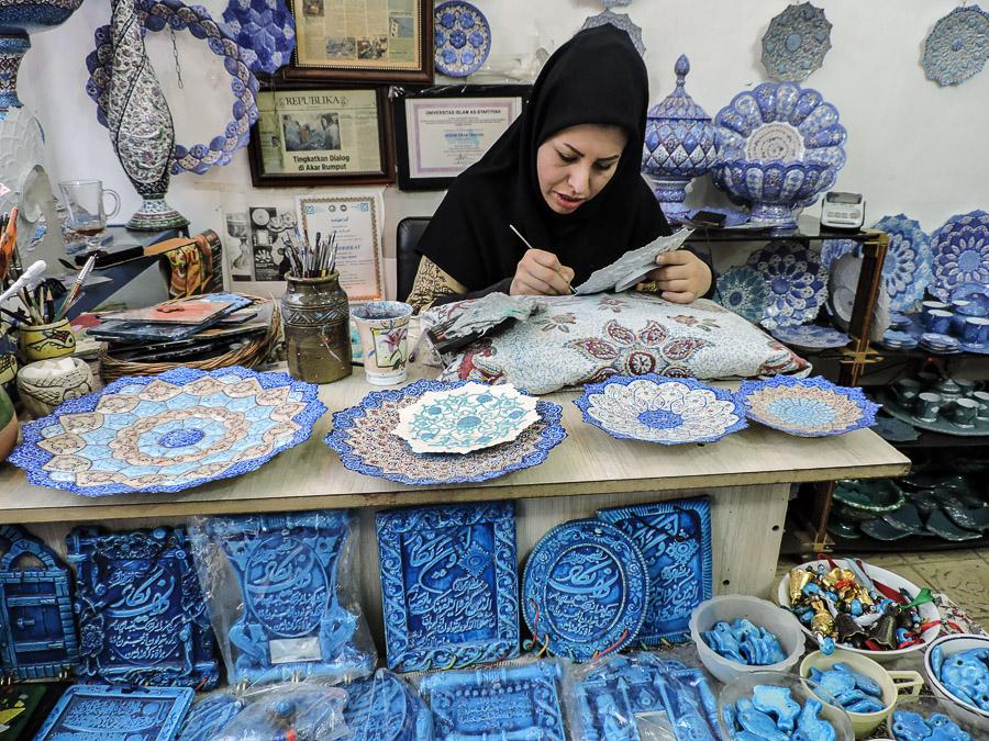 Artigiana del bazar di Isfahan