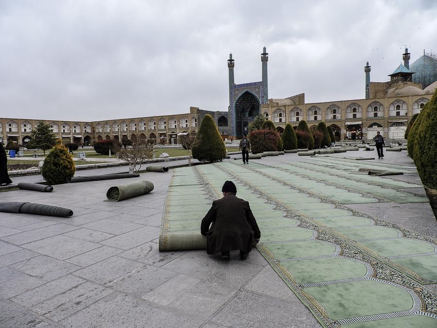 Giorno di preghiera davanti alla moschea dello Scià