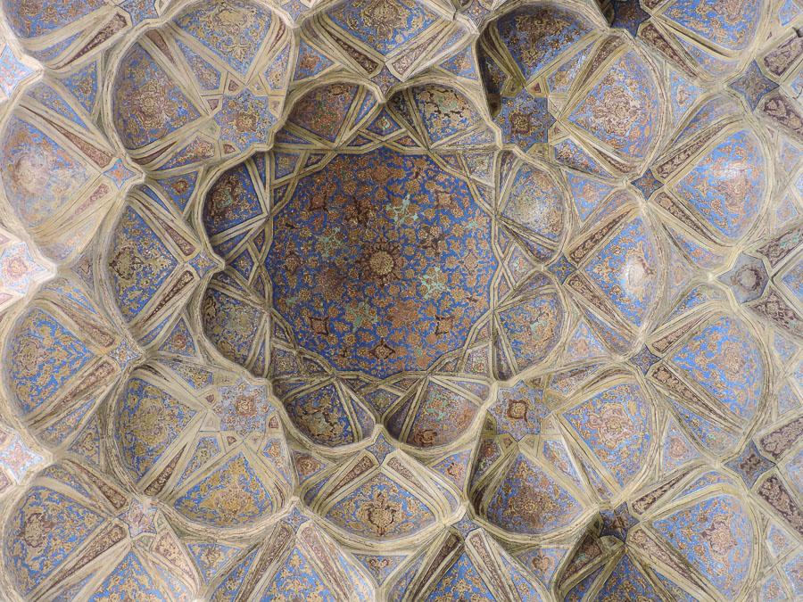 Il soffitto di una delle stanze dell'Ali Qapu Palace