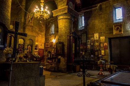interno di una chiesa a Tbilisi