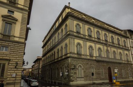 palazzo Adelaide Ristori sul lung'arno Vespucci