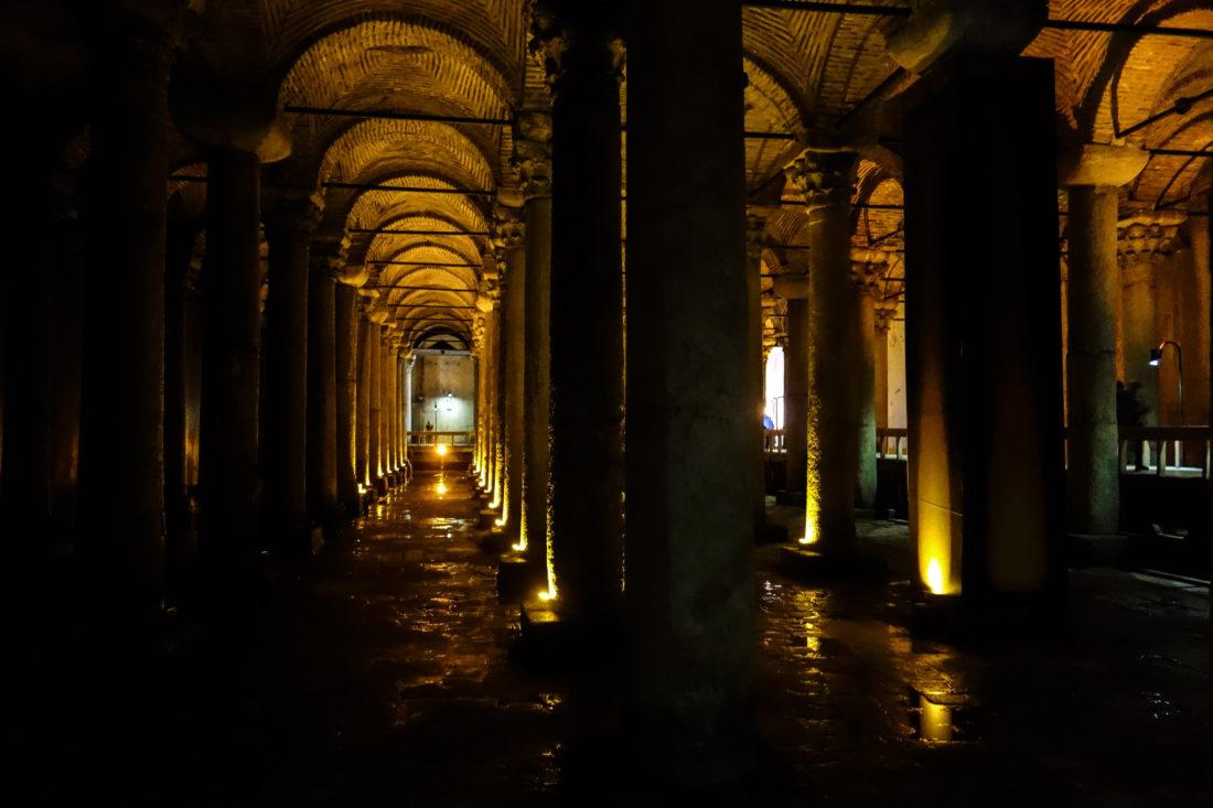 L'interno della Cisterna Basilica