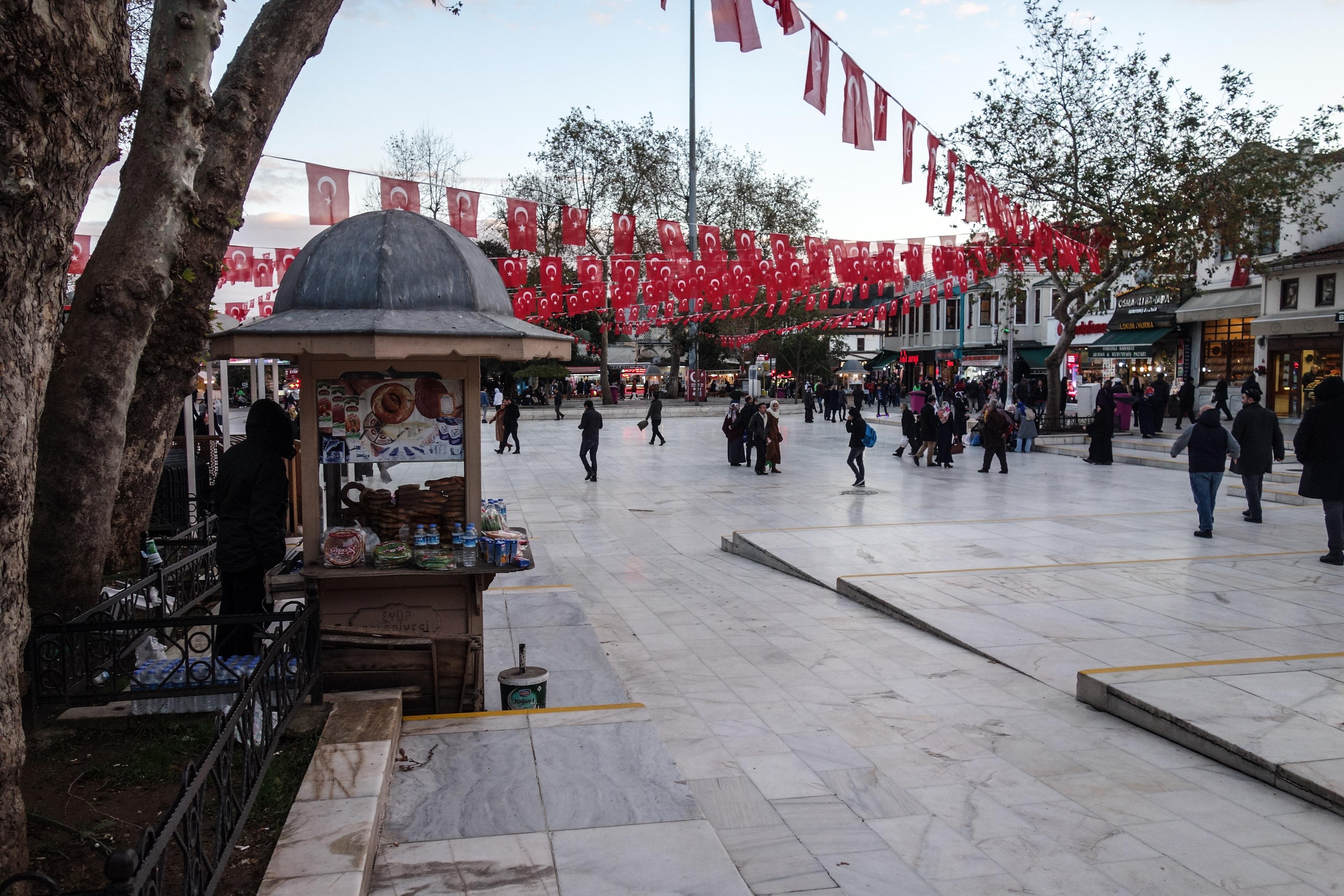 La piazza della moschea Eyup Sultan Camii