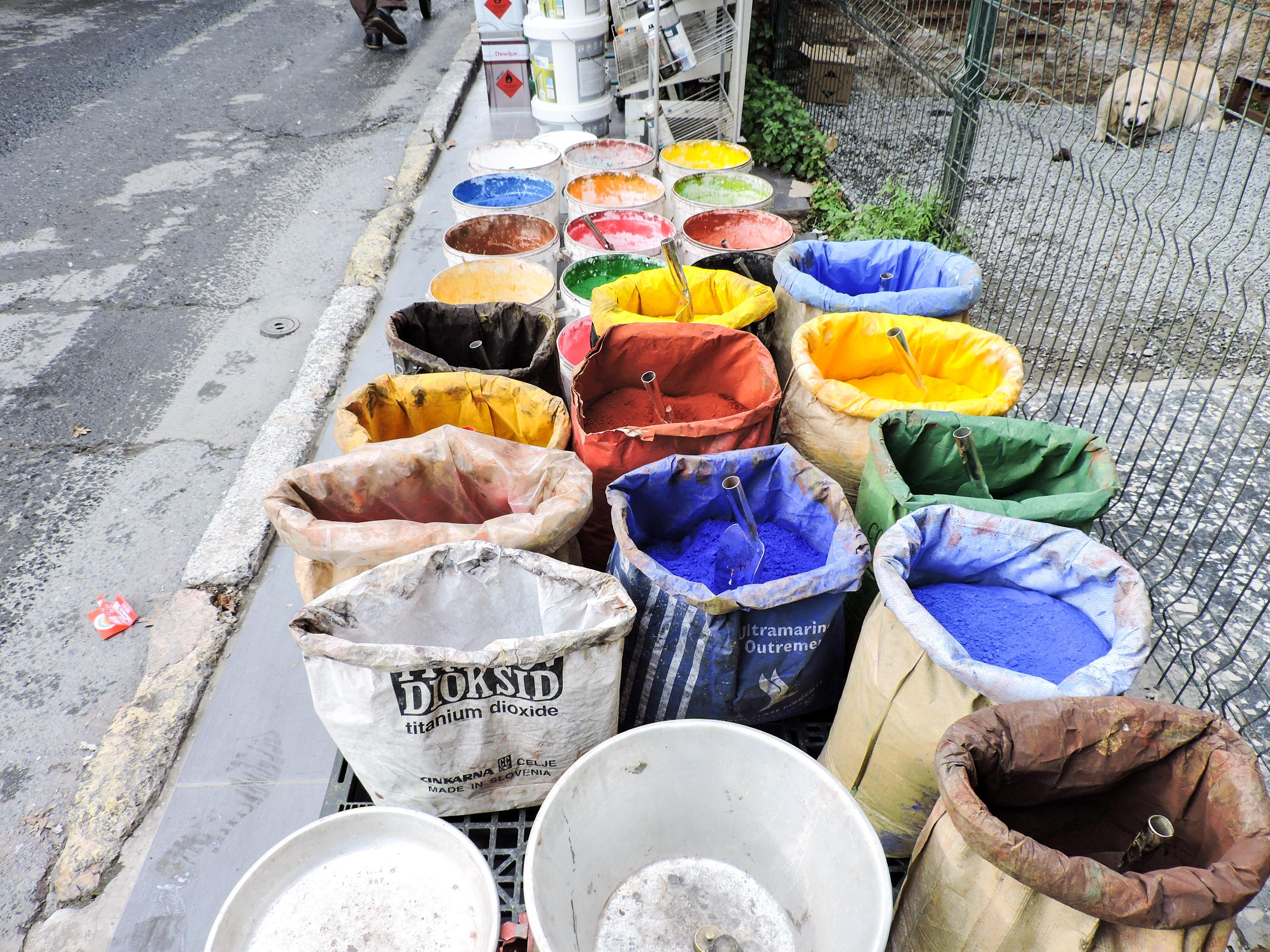 Persembe Pazarı, il mercato deimeccanici, elettrici, idraulici e venditori di componenti elettronici