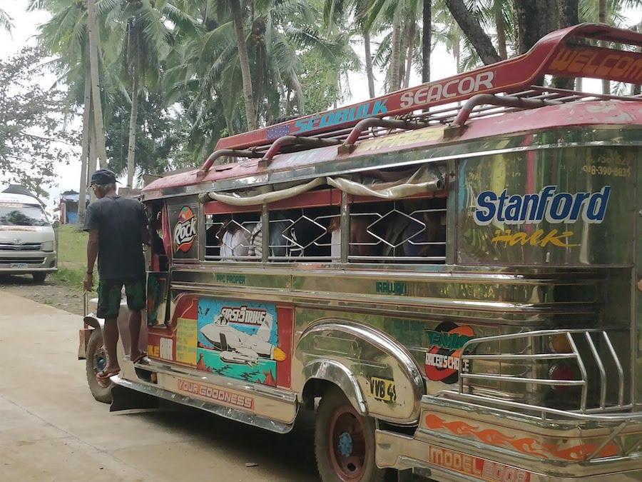 I caratteristici Jeepney Filippini