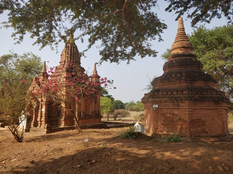tra i templi di Bagan