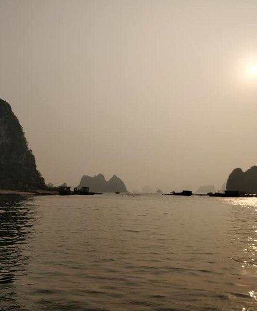 Alba a Bai Tu Long in Vietnam