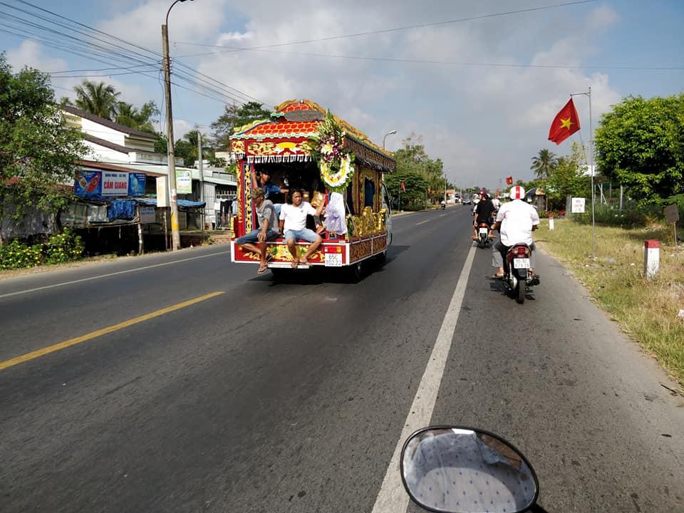 Funerale buddista in strada tra Can Tho e Chau Doc