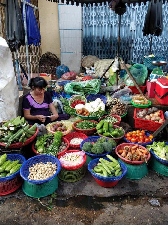 mercato di chau doc al confine tra Vietnam e Cambogia