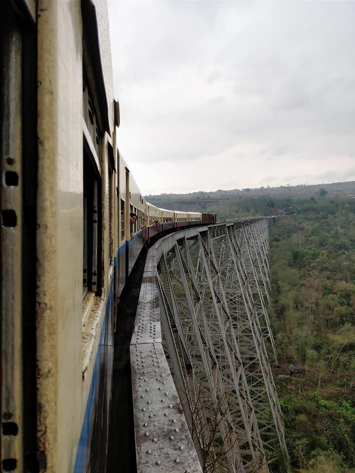 Treno sul viadotto Gokteik verso Hsipaw