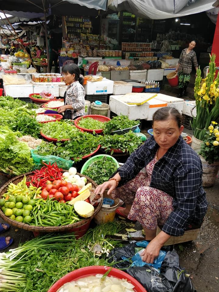 mercato a hue in Vietnam