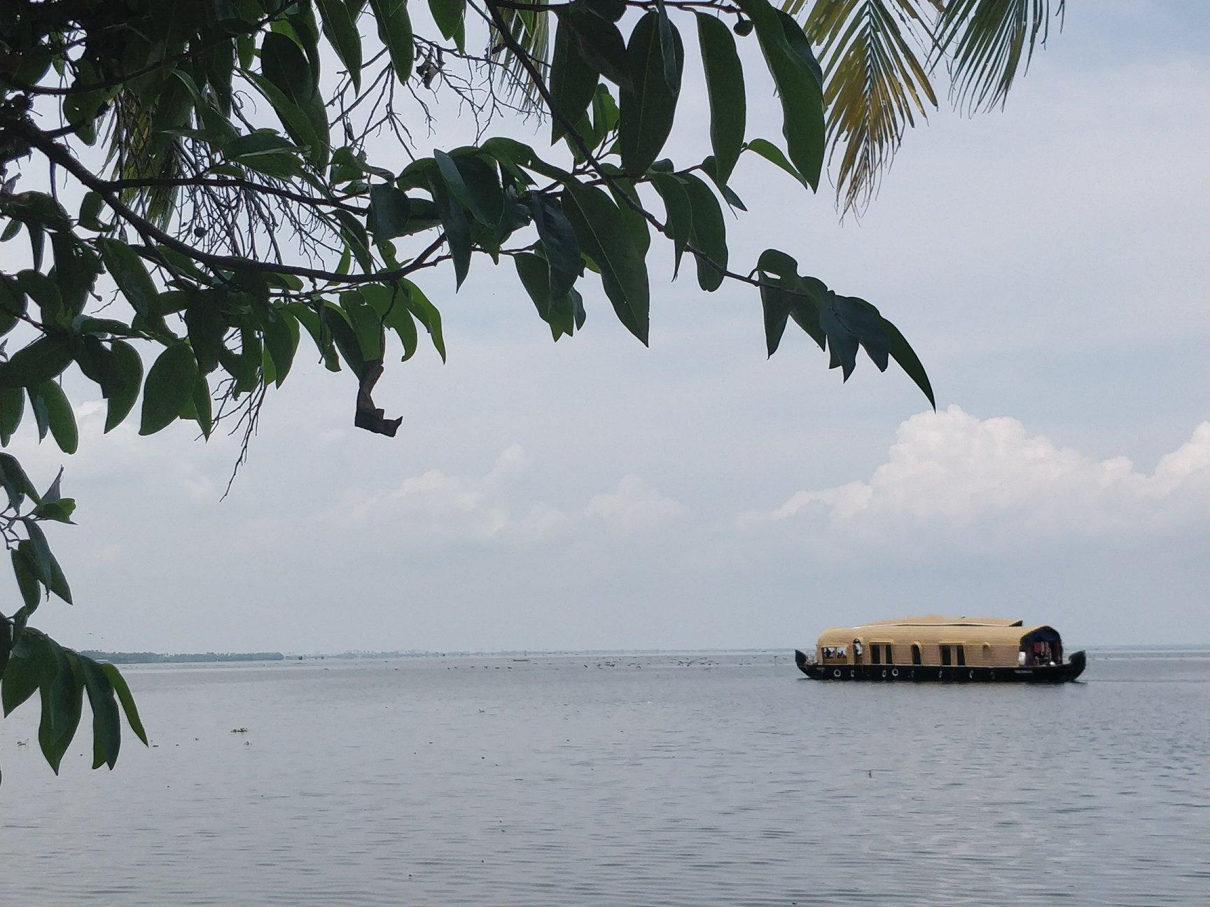 le classiche case galleggianti lungo le backwaters del Kerala