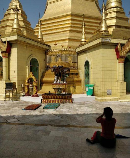 Sule Pagoda, Yangon: rotatorie e spiritualità