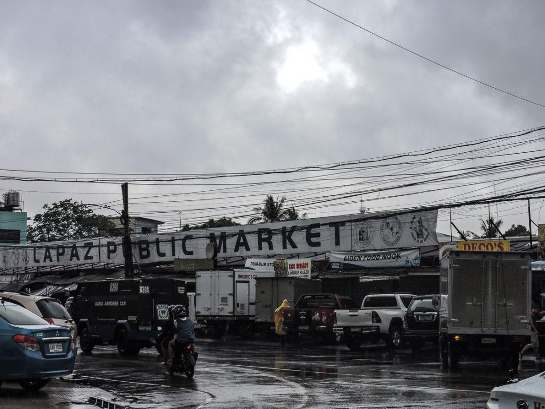 l'entrata del lapaz market a ilo ilo nelle filippine