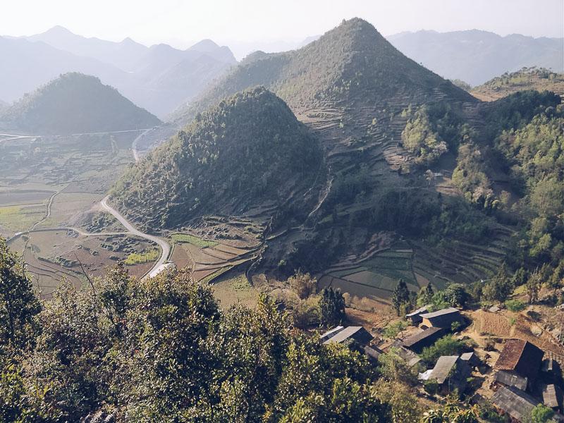 La vista dalla flag tower di Lung Cu, il punto più a nord del Vietnam al confine con la Cina