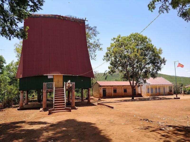 Kon Tum communal house detta Rong