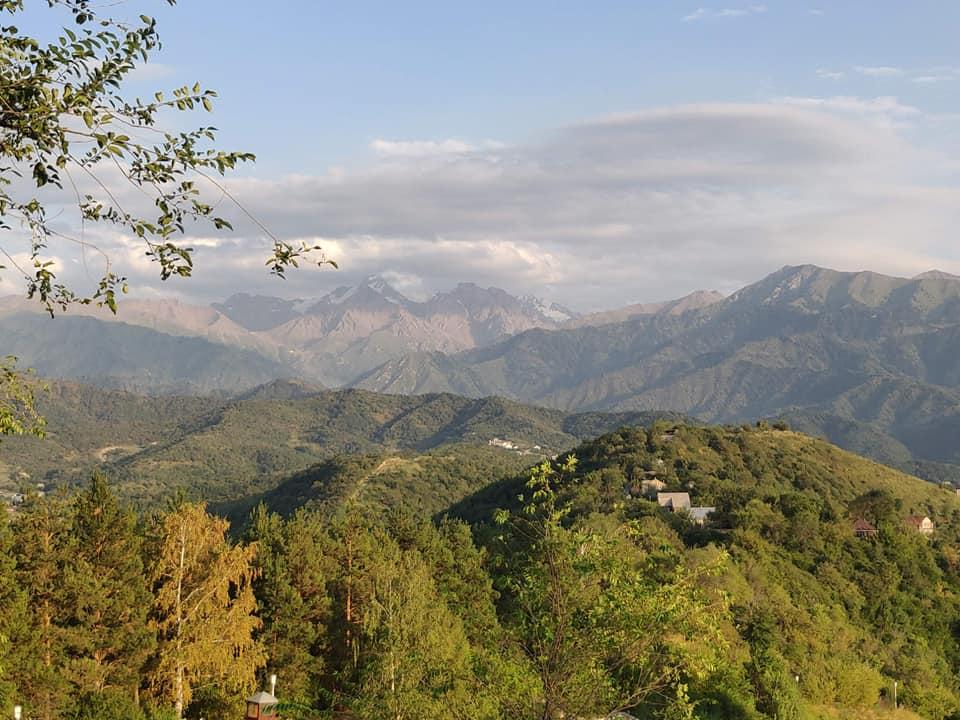 Vista sul Tian Shan da Almaty