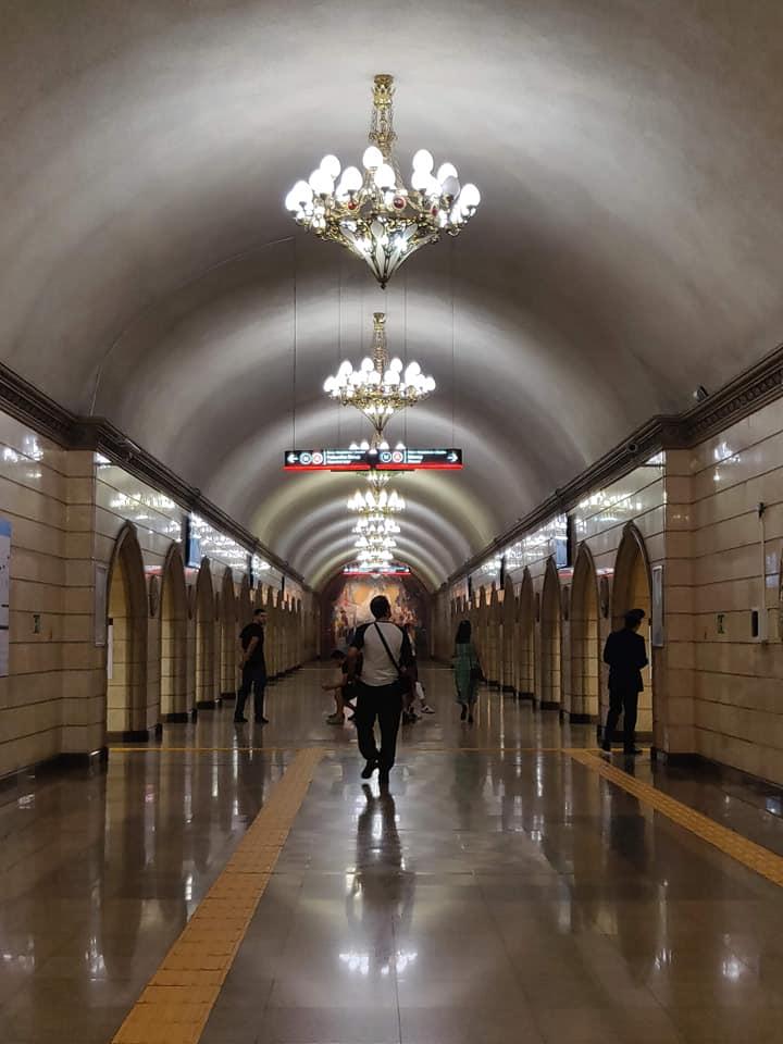 La metro di Almaty, completata tra il 2011 e il 2015 è davvero bellissima
