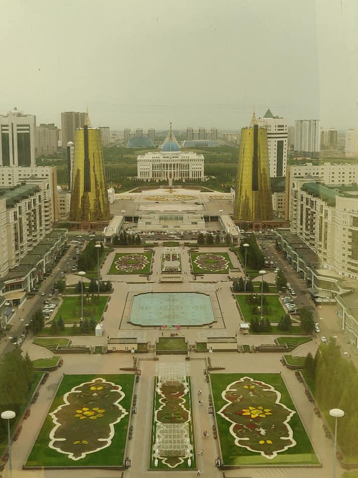 Vista dalla torre Bayterek sulla città di Astana