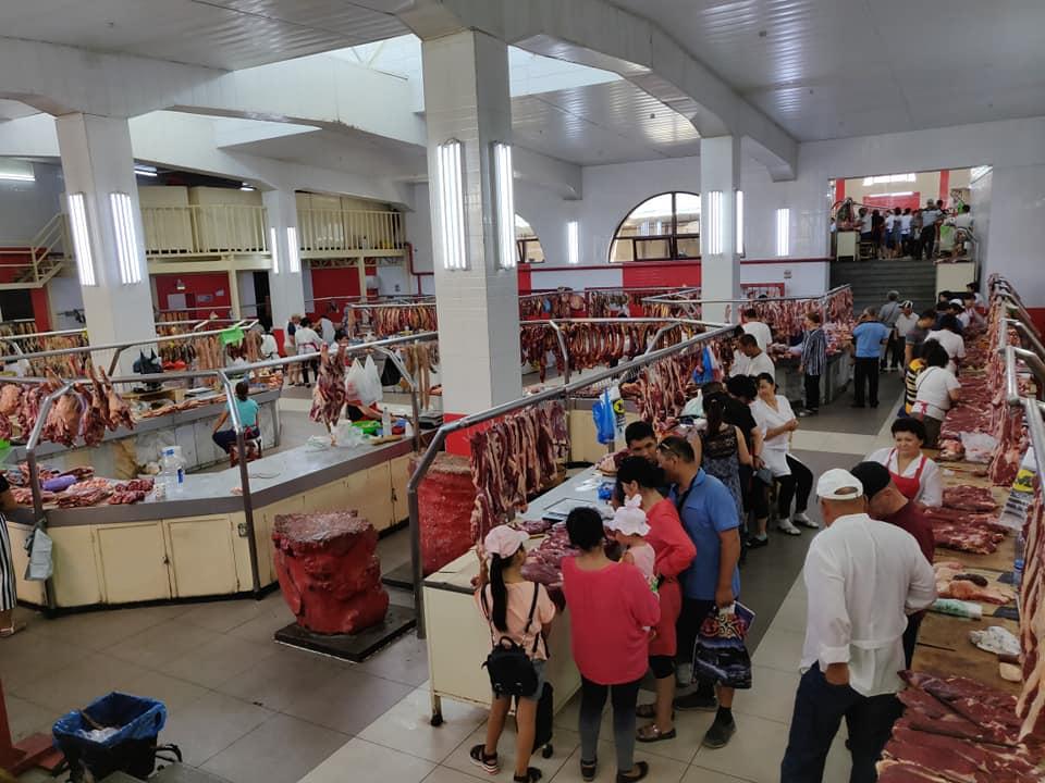Reparto carni all'osh bazaar