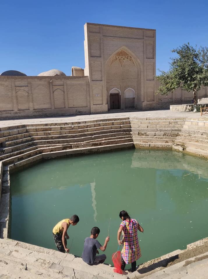 """Una delle """"piscine"""" che punteggiano Bukhara, la Khodzha Gaukushon."""