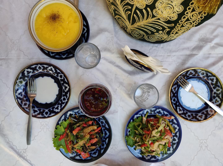 Nella madrassa che si affaccia sulla Khodzha Gaukushon c'è il nostro ristorante preferito: Mavrigi.