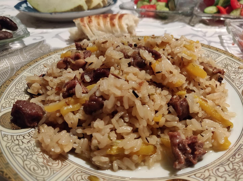 L'ottimo piatto di Plov preparato dalla figlia di Nigmat