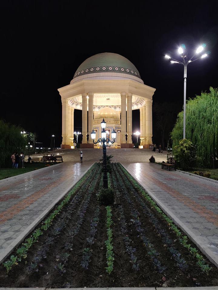 Il mausoleo di Khujandi, poeta persiano originario di questa città
