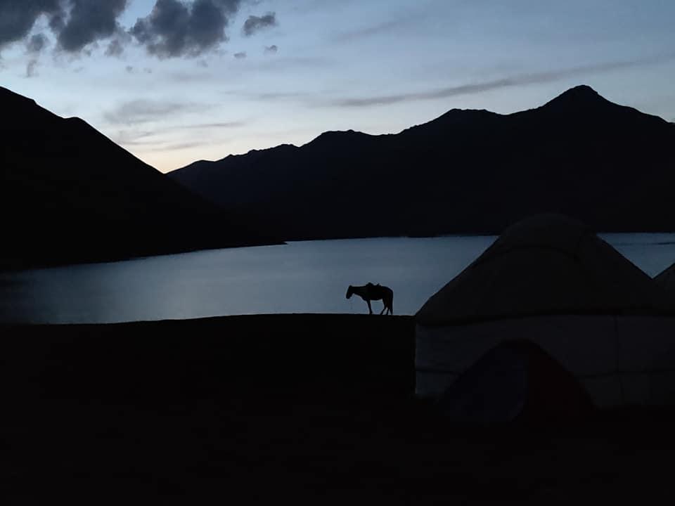 Kol Ukok lake al tramonto (10 gradi ad agosto)