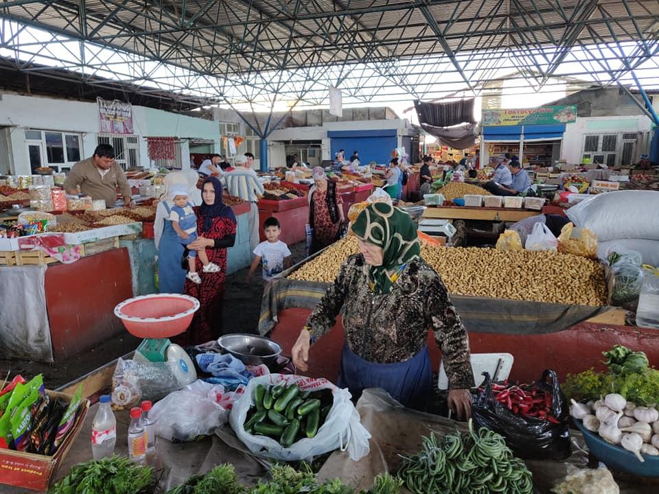 mercato di Ozgen, cittadina vicino Osh in Kirghizistan