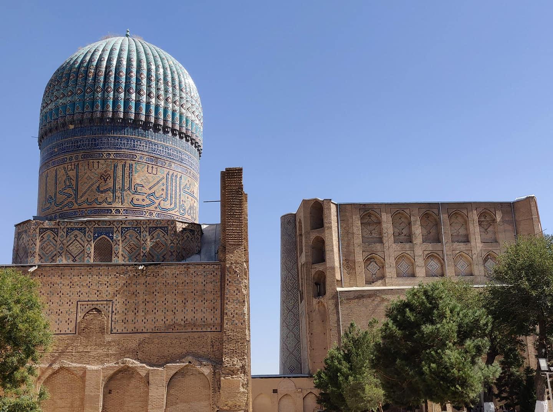 Bibi Khanum Mosque: così grande che non ci sta in una foto