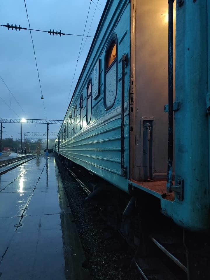 Il nostro treno in partenza dalla stazione di Shymkent in kazakistan