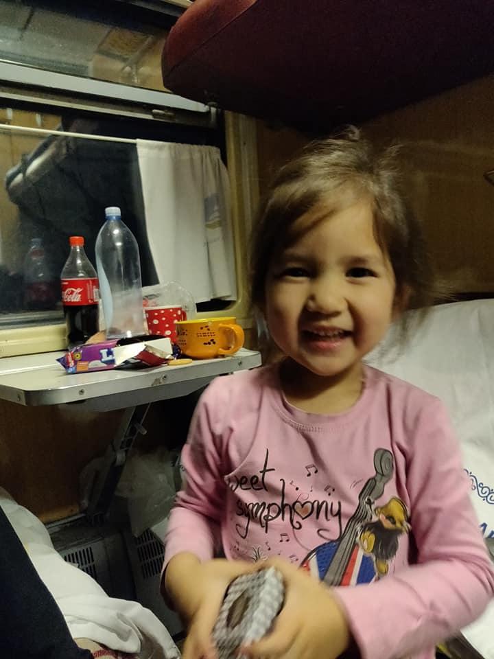Anela, la nostra piccola amica e compagna di cuccetta sul treno da Shymkent ad Almaty