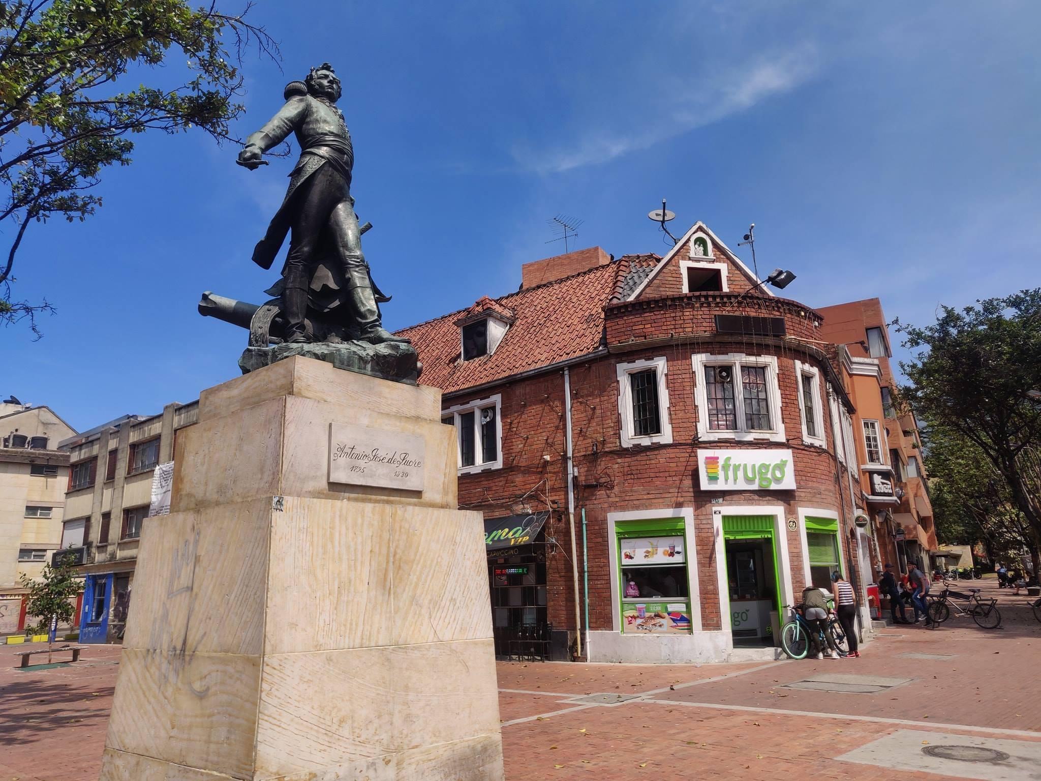 """Nei pressi della piazza Nostra Signora di Lourdes al Chapinero, quartiere """"in"""" di Bogotà"""