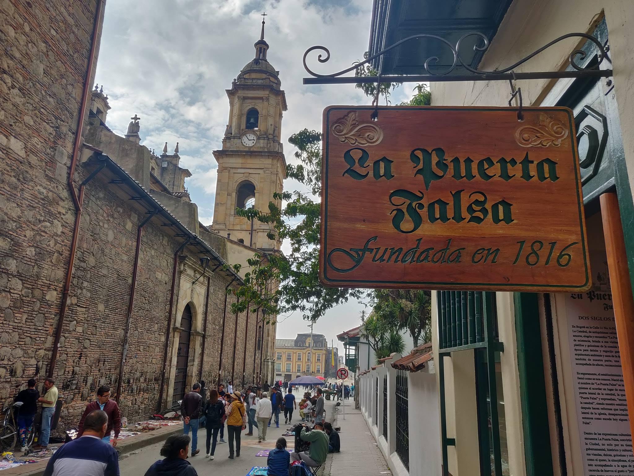 Alla Candelaria, verso la plaza de bolivar a bogotà