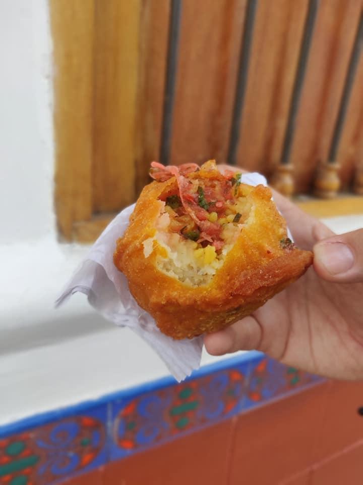 Squisita papa rellena, street food tipico colombiano